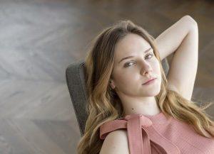 Alina Boz Saç stilleri ve rengi